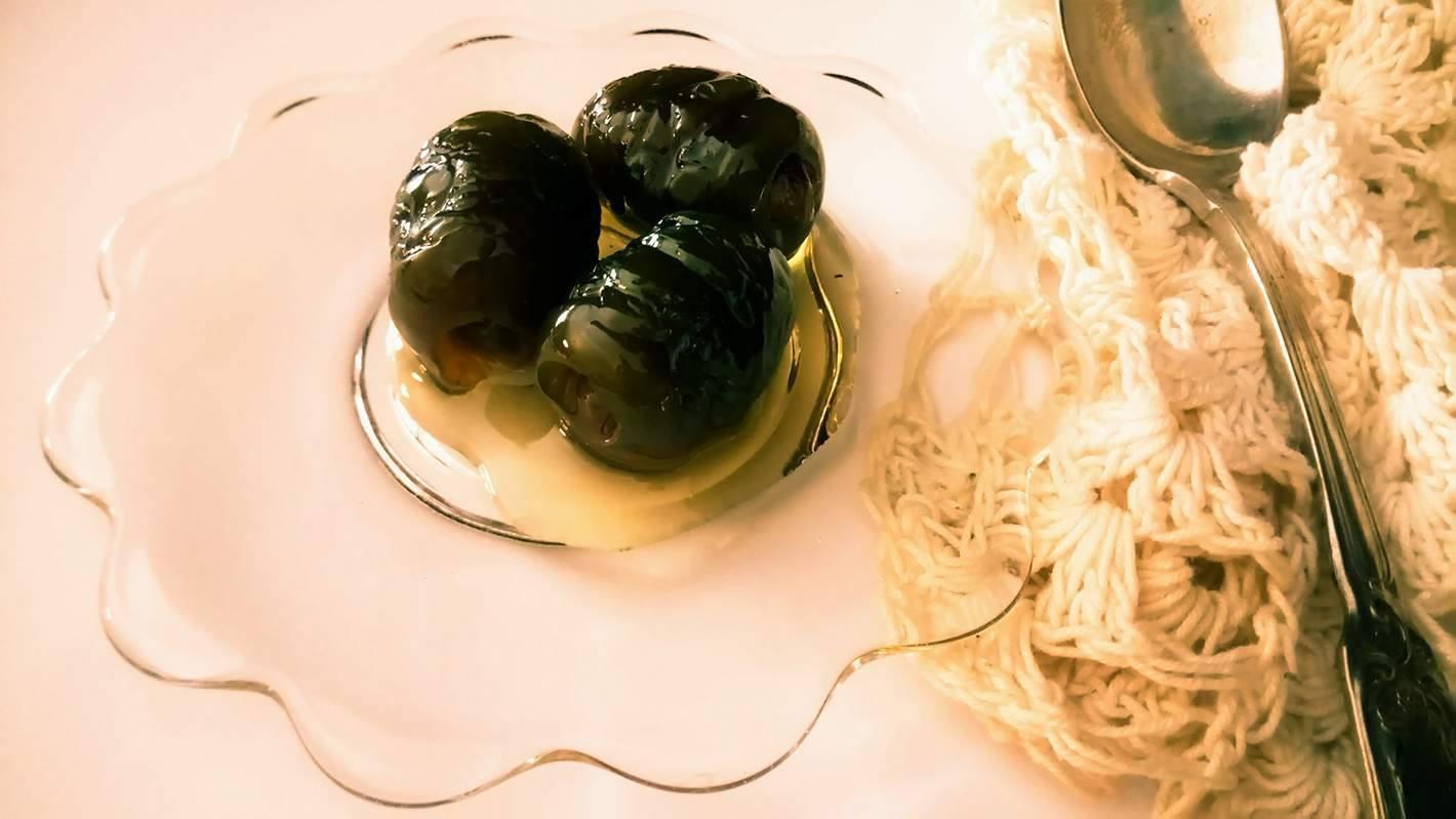 Ελιά Χαλκιδικής σε σιρόπι Μαλαγουζιάς, γράφει η Γιάννα.