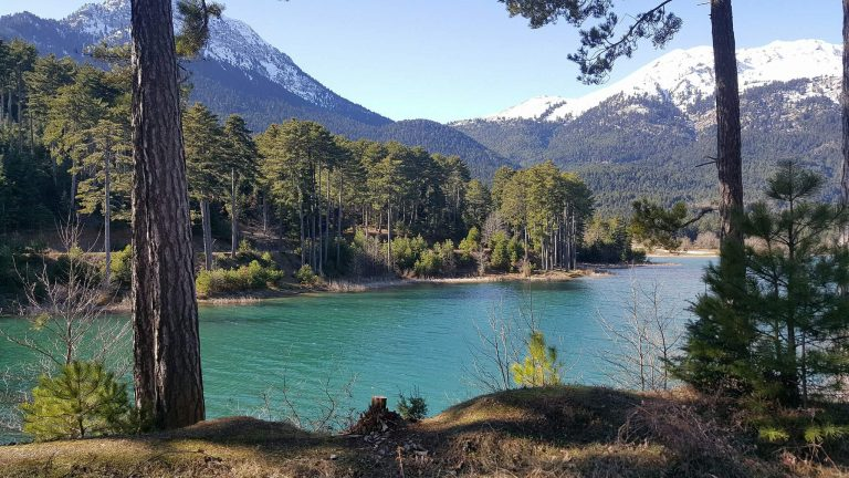 Λίμνη Δόξα – πάρε βαθιές ανάσες και γέμισε εικόνες, γράφει η Έφη