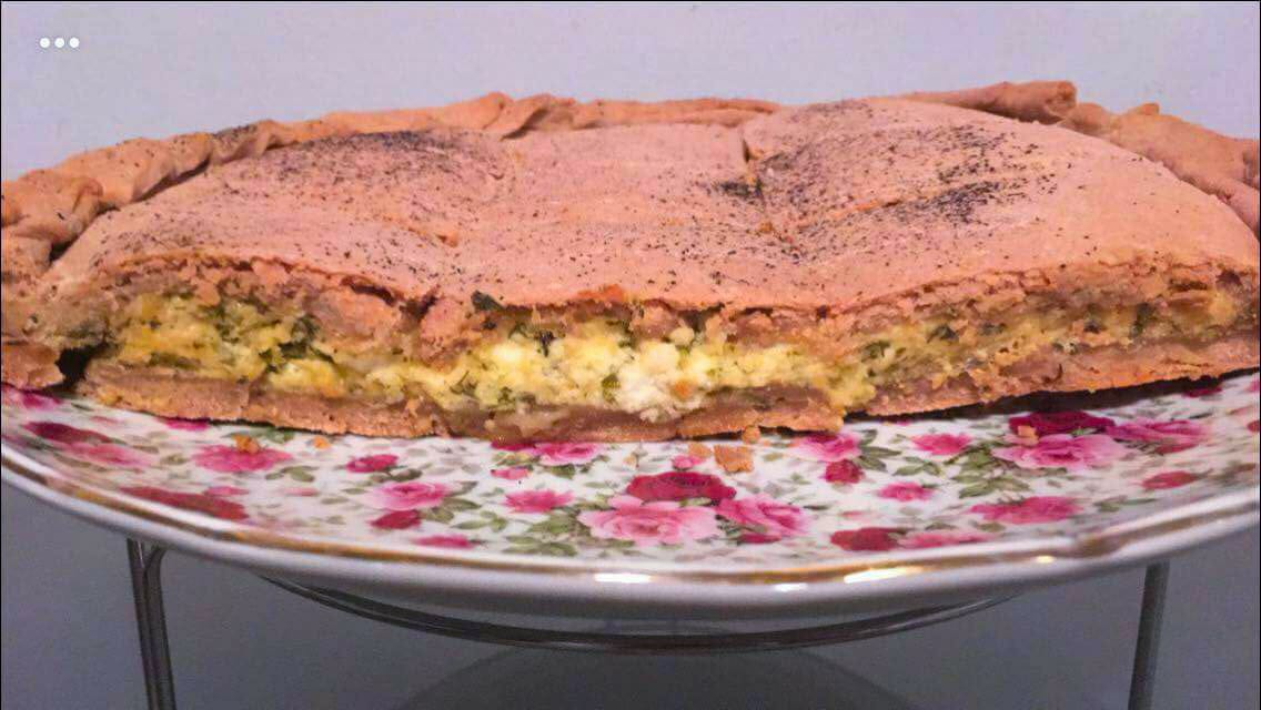 Ανθοτυρόπιτα με μυρώνια και ροζέ ζύμη από ιβίσκο , γράφει η Γιάννα