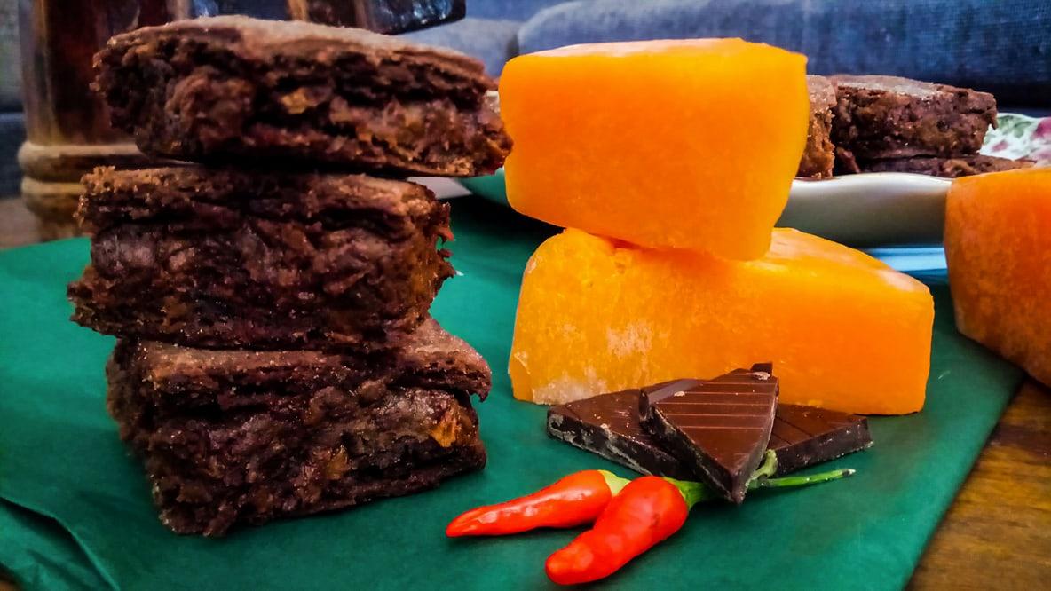Κολοκυθόπιτα με καυτερή σοκολάτα και ζύμη από κακάο, γράφει η Γιάννα