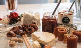 Πρόταση για plateau τυριών με προϊόντα ντελικατέσσεν
